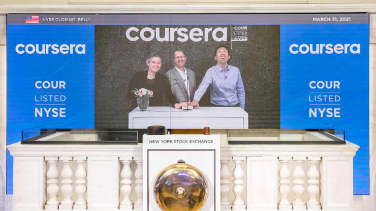 Coursera recupera el 36% en su debut, lo que le otorga a la compañía una valuación enorme de $ 5.8 mil millones