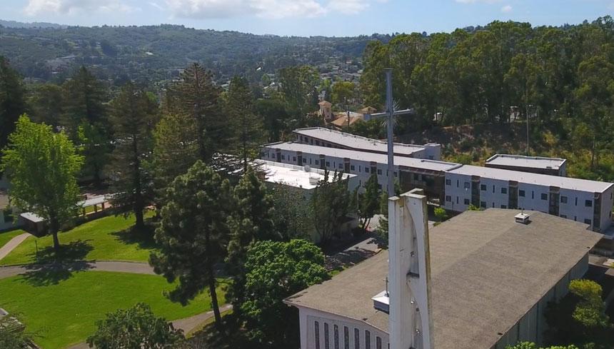 La Universidad de Stanford planea adquirir el campus de 50 acres de Notre Dame de Namur en Belmont, California.