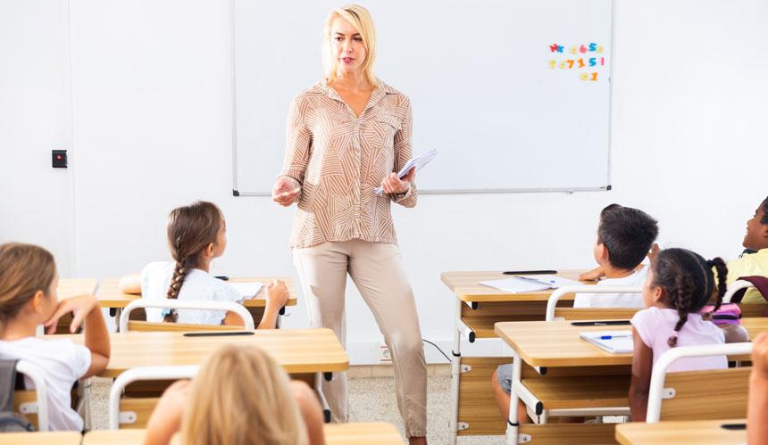 Los líderes internacionales piden invertir más en los docentes: esto es lo que se les paga